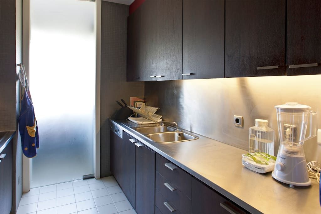 Full equipped kitchen with micro-wave, oven, stove, blender, fridge, coffee machine (Nespresso), toaster, juice squeezer and hot tea machine!