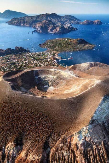 vista 3d sopra il vulcano grande. Vulcanello si trova tra il vulcano grande e Lipari