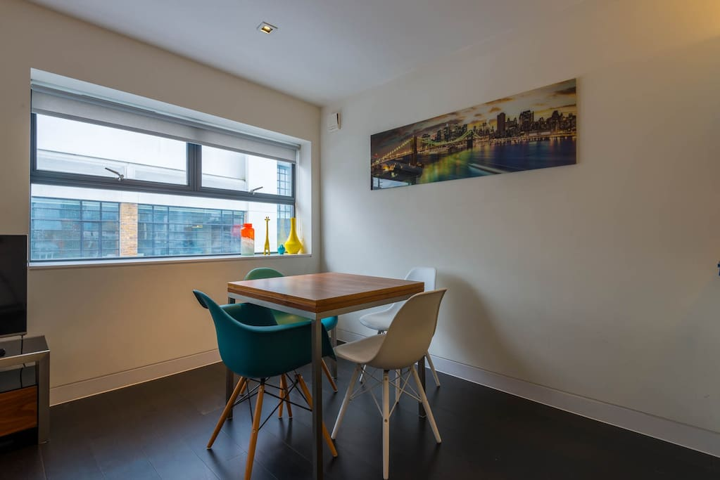Plenty of space to comfortably relax, entertain and work in a quiet flat in vibrant, historical part of city centre offering art, theatre, easy transport and foodie haven