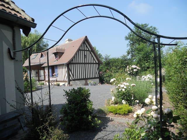 Pomme Cerise. Pays d'Auge Normandie - Hotot-en-Auge - Bed & Breakfast
