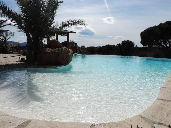Provencal villa with pool views