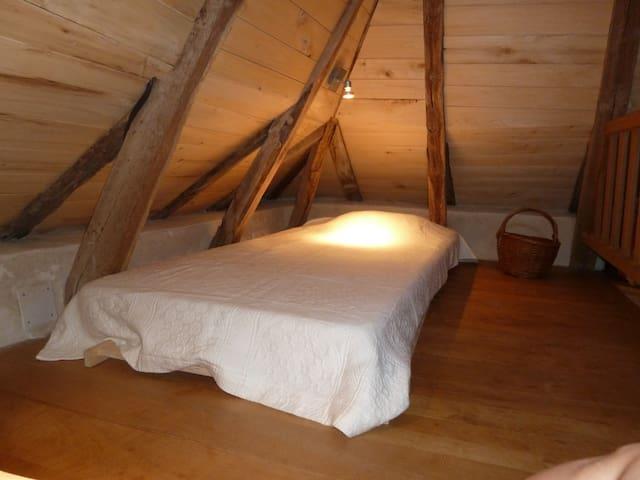 mezzanine avec 2 lits