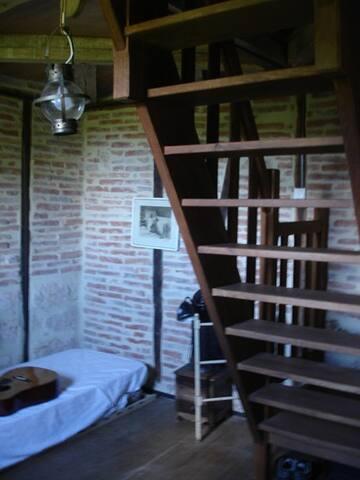 2ème étage, chambre avec lit simple