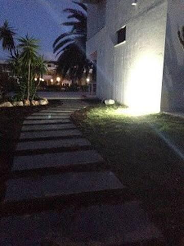 Villetta a schiera,ingresso indip,250m di giardino