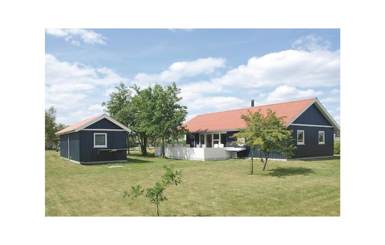 Holiday cottage with 4 bedrooms on 115m² in Vinderup