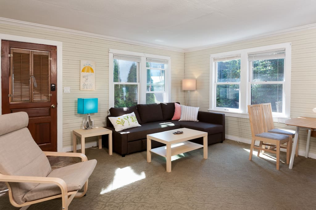 An L-shaped sectional and dining table for 4 makes this a great space to decompress after exploring Seattle.