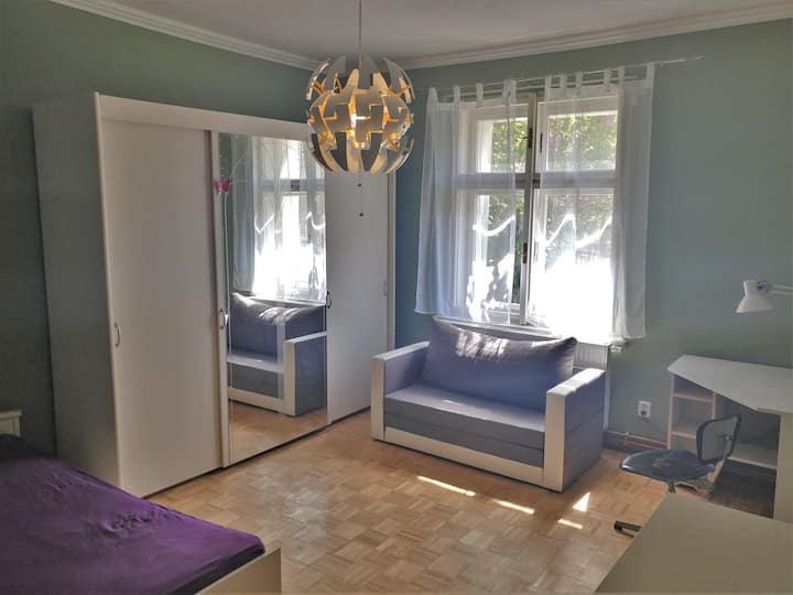 Large  ROOM in shared house with easy city access