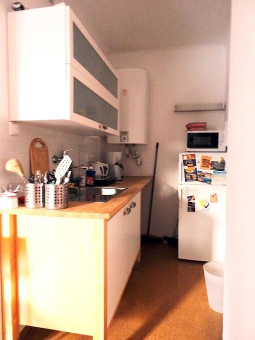Kitchen/ one hot plate/ toaster/ kettle/ coffee machine