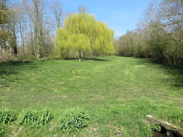 Plenty of space to play games,archery,croquet,boules,canoeing in the pond.