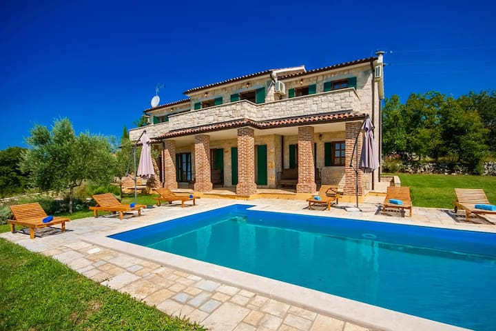 Villa Mila with swimming pool