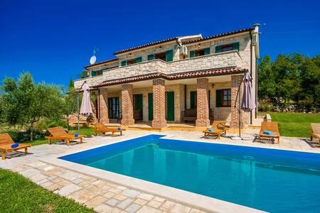 Villa Mila with swimming pool - Strpačići