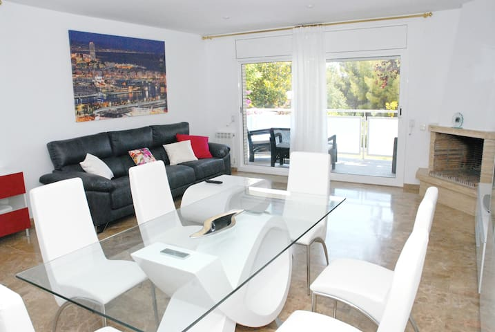 Child-friendly house with pool 350mts to the beach - Sitges - House