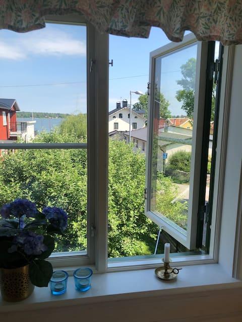 Vaxholm, centralt  charmigt gårdshus.