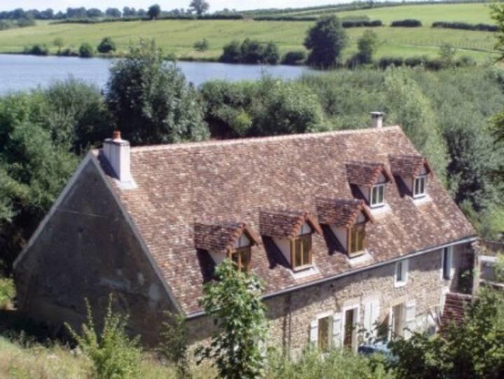 Watermolen moulin Fouché vlakbij Beaune, Dijon,