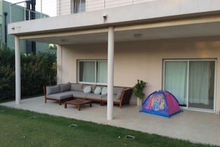Moderna Casa en Barrio Cerrado con Pileta - Troncos del Talar