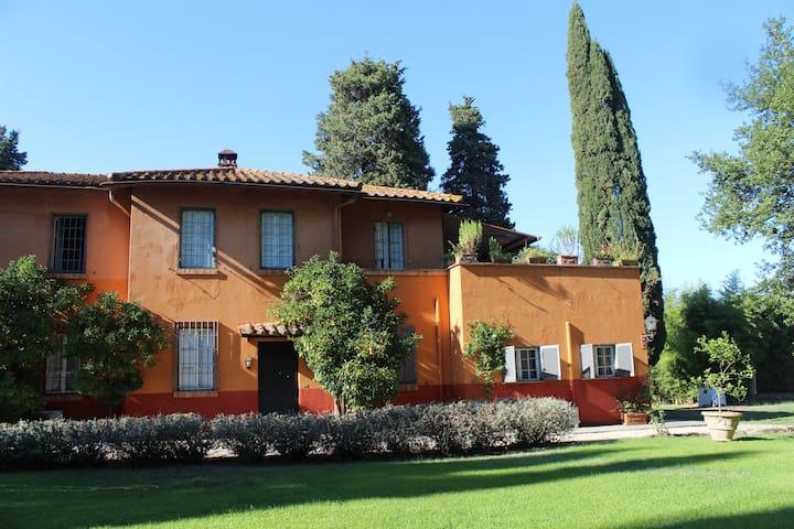 Elegant Suite in Roman Villa 10 km Rome centre E - Rzym - Dom