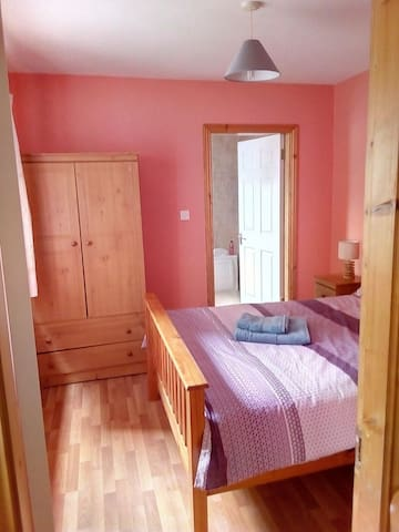 Paddy Ensuite Double Room - Heart of Galway City 2