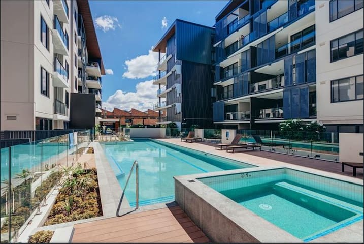 Modern 2Bd Apartment with Secure Parking + Pool