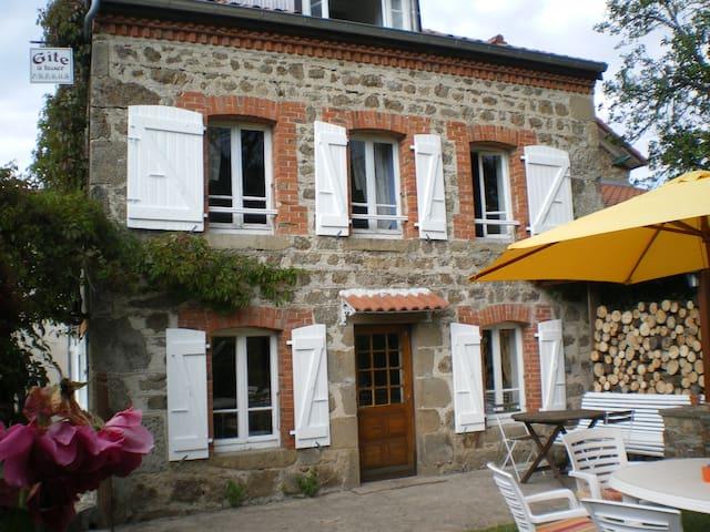gite du Bourg - Apinac - Hus