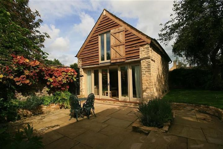Beautiful Cotswolds' Barn, Little Somerford - Little Somerford - House