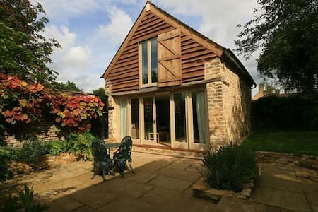 Beautiful Cotswolds' Barn, Little Somerford - Little Somerford
