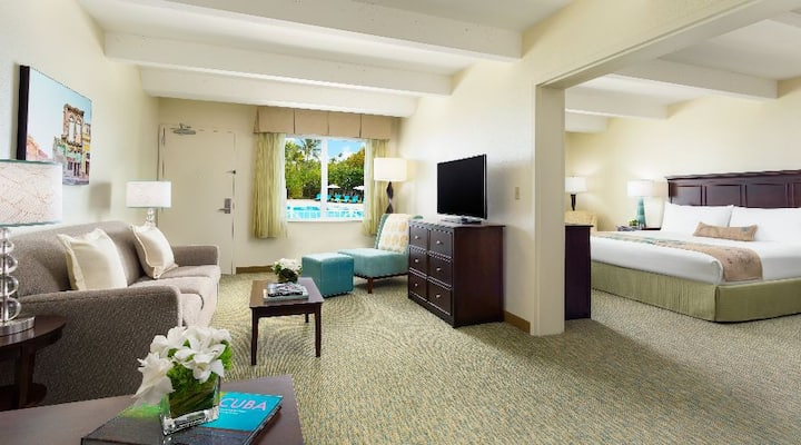 PREMIUM POOL VIEW SUITE | KING