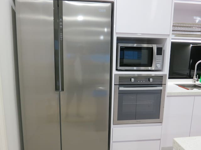 Fridge, Microwave & Oven