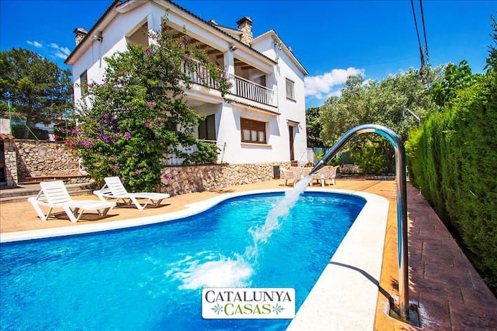 Villa Cal Vives for 12 guests, only 6km to the beaches of Costa Dorada! - Costa Dorada - Villa