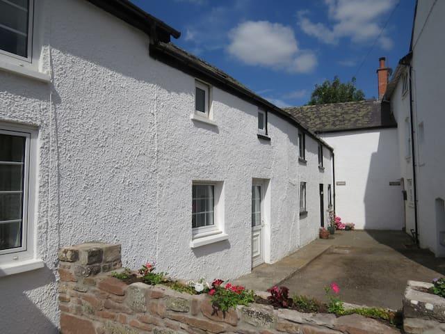 Pretty riverside cottage, Llangynidr, Crickhowell