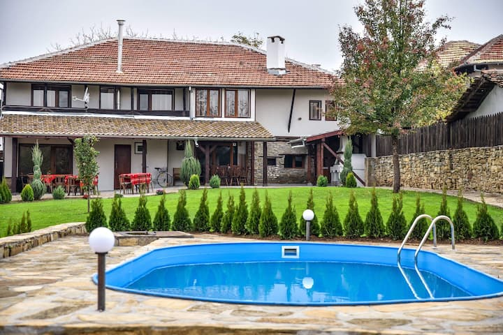 8-bedroom house with a pool and garden