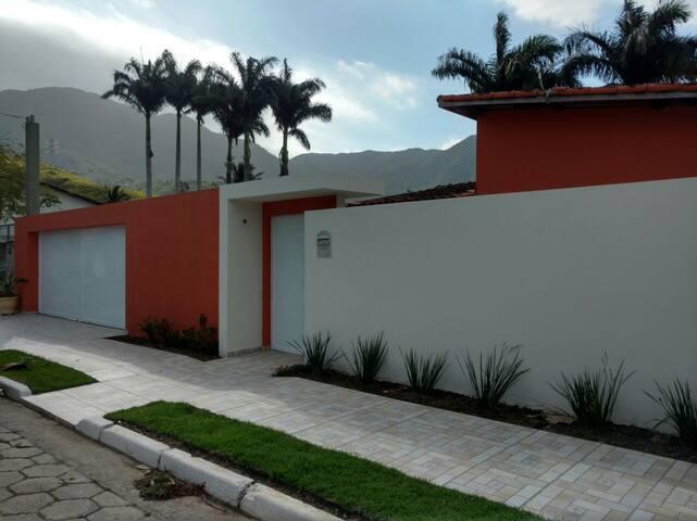 Casa na Praia do Arrastão/São Sebastião-SP - São Sebastião - Casa