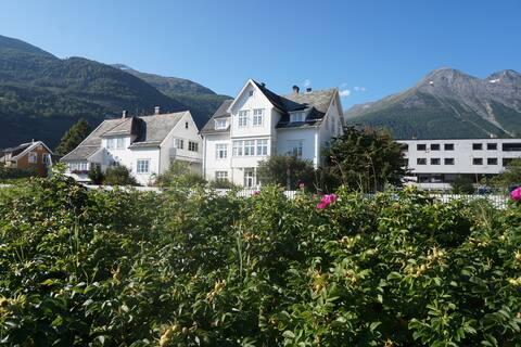 Sjarmerende leilighet i gammel villa ved fjorden
