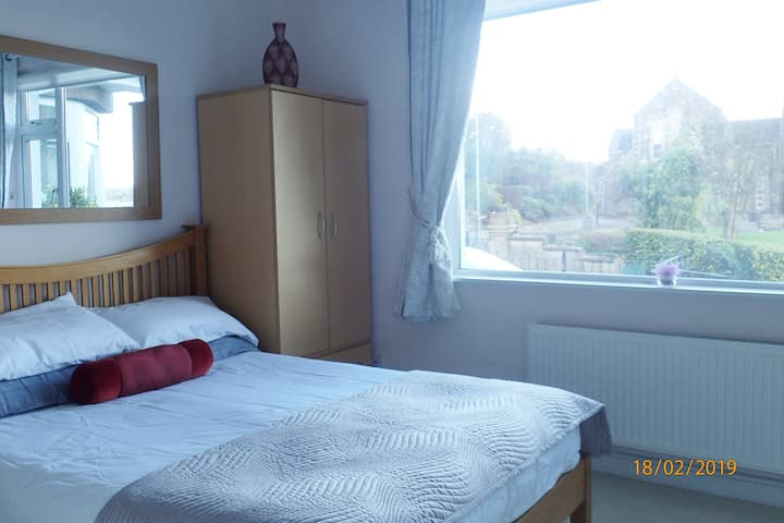 Bright Double Bedroom en suite, tv & wifi