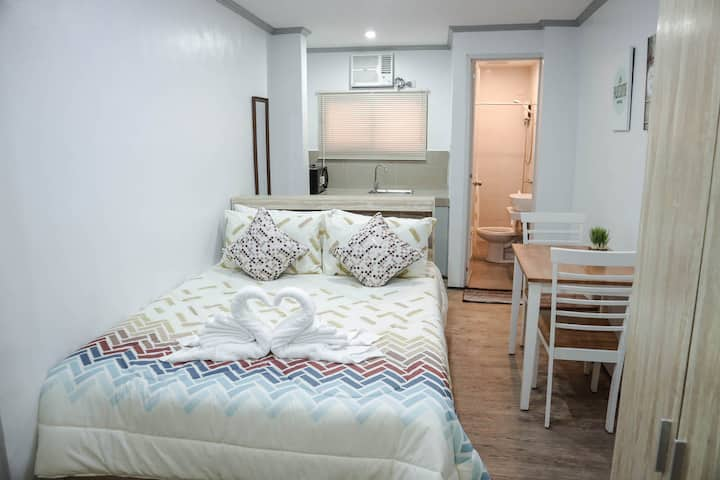 Cozy Vacation Studio Apartment in Makati