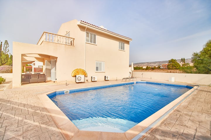 Coral Bay 4 Bed Villa-5 Mins to Beach-Heated pool