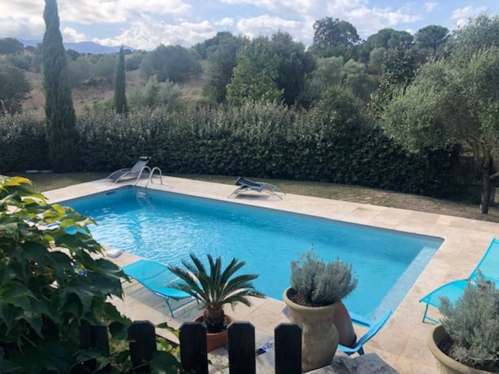 Maisonnette à la campagne avec piscine