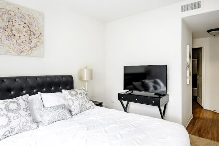 2 BEDROOM 2 BATH RESORT STYLE IN WESTWOOD UCLA