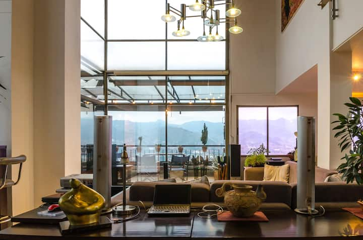 ★3-storey penthouse★Best area★Serviced★360-view