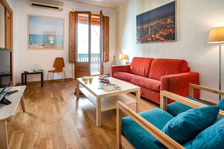 Charming apartment in Plaza Real up to 6 people