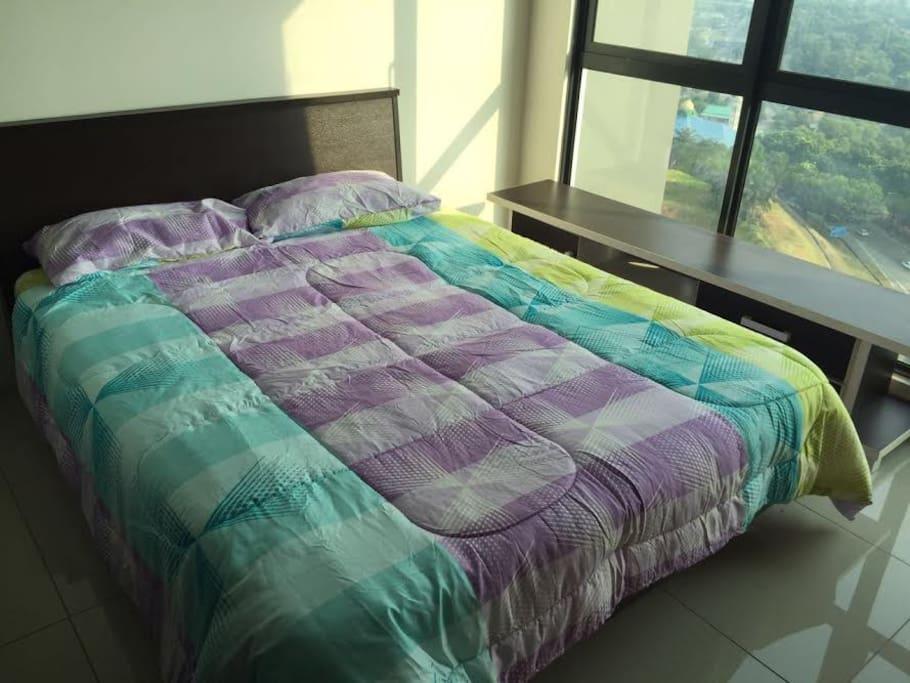 Studio with queen size bed