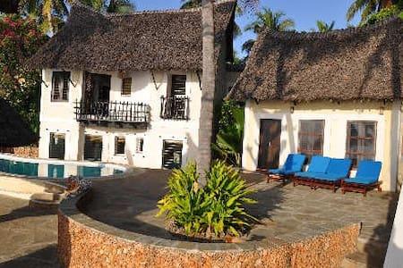 Mguni Beach house - Msambweni - Hus