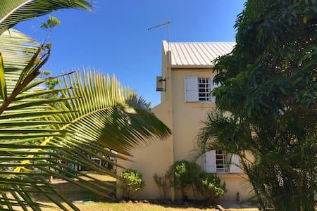 Villa meublée tout confort + jardin - Le Port