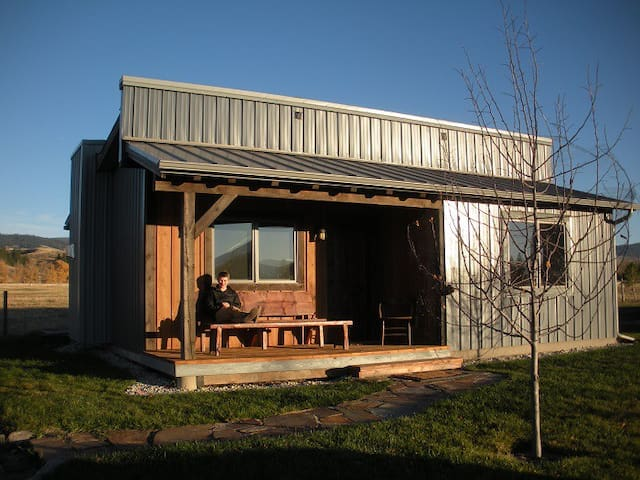 New, finely finished 2 bedroom ranch cabin