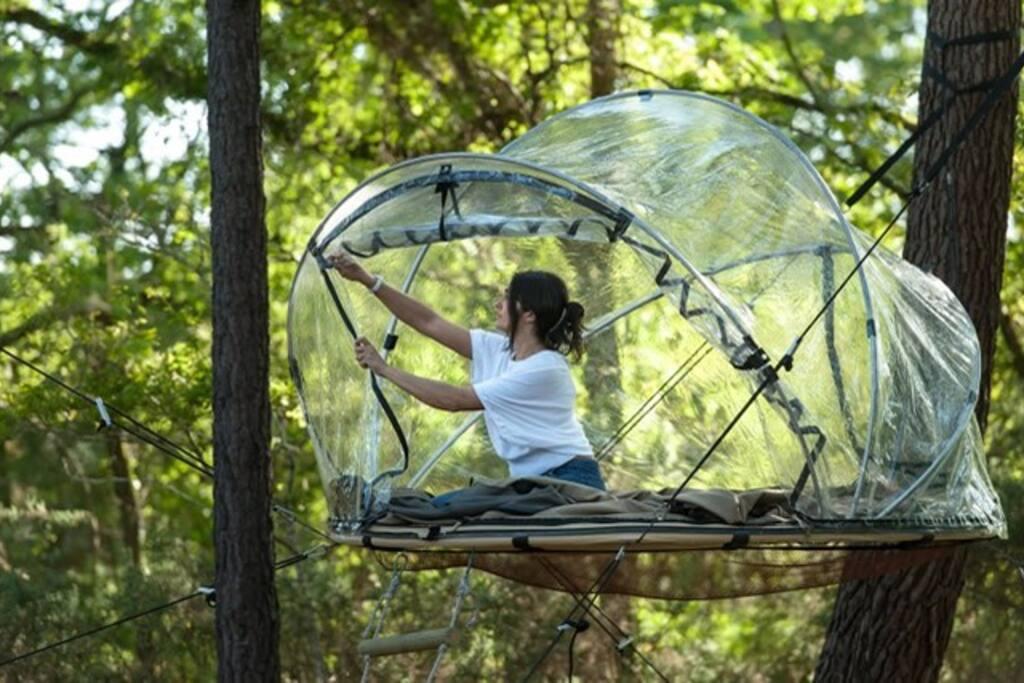 Tente bulle suspendue à 2 mètres