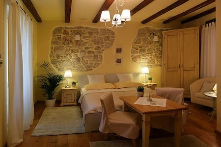 Charming room in center of Rovinj - Rovinj - Bed & Breakfast