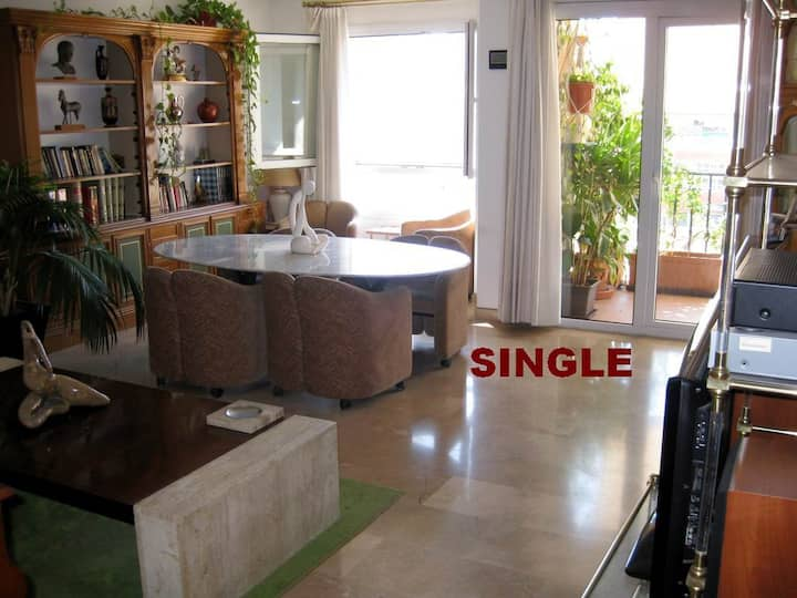 SINGLE ROOM. Alic. Center. Bed & breakfast.