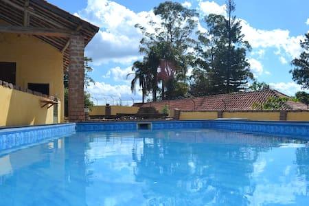 CHÁCARA C/ PISCINA - MAIRIPORÃ/SP - Mairiporã - Chalé