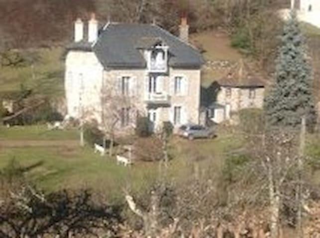 Chambre dans maison de maître - Vic-sur-Cère - Rumah