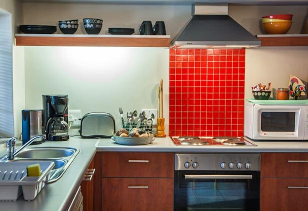 A comprehensively equipped kitchen.