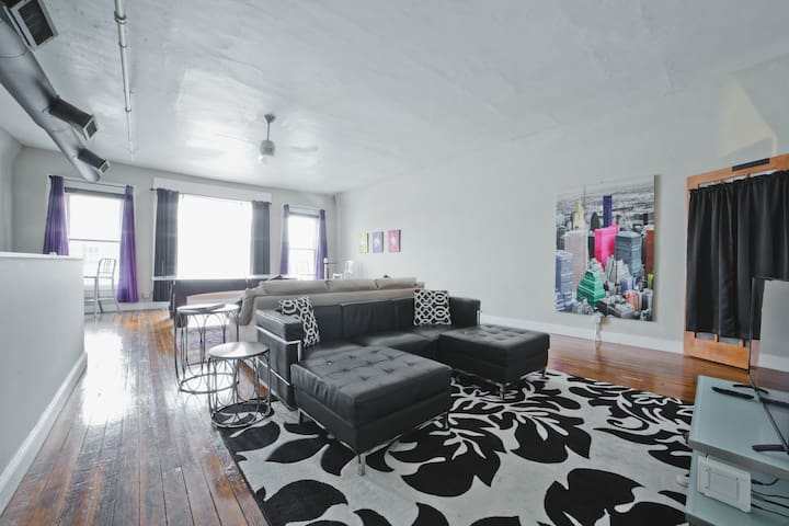NYC Style Loft, Beale 2 blocks, DECK, free parking